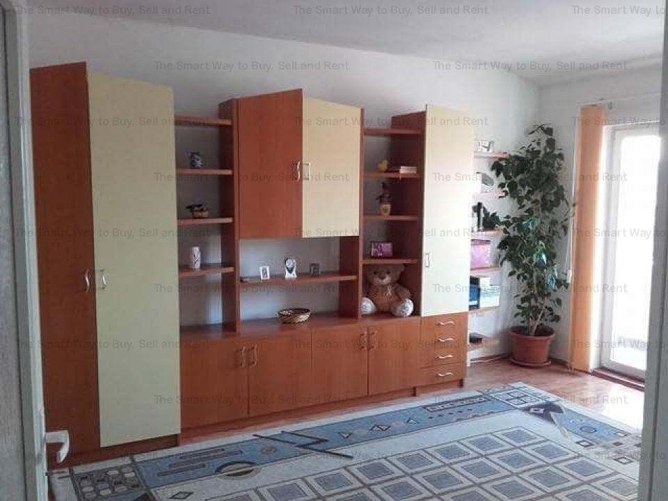 Vand apartament o camera Intre Lacuri