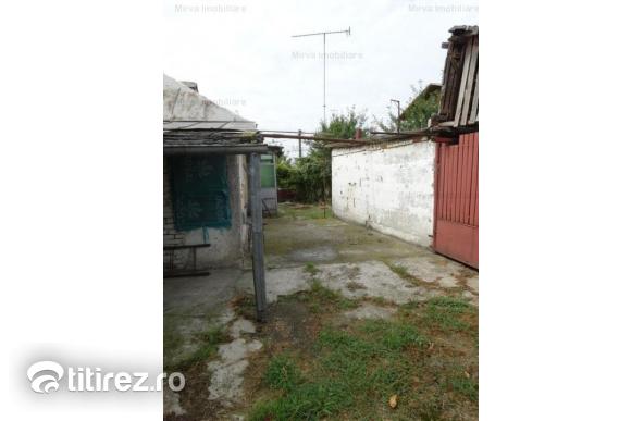 Teren 1390 mp, zona centrala, cu casa, in Bucov