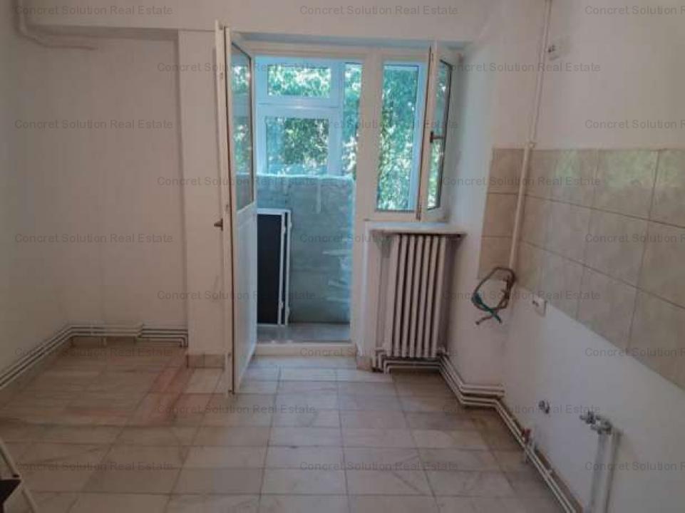 Inchiriez apartament 5 camere Ultracentral Pitesti