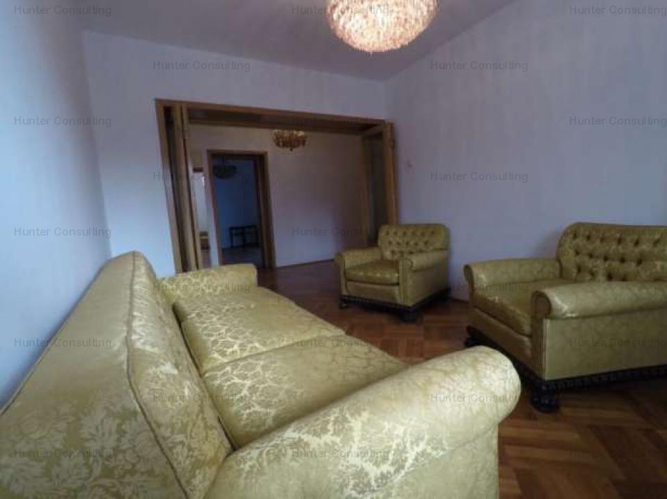 Ap 4 camere Piata Victoriei (BCR) pretabil firma (notariat, avocat, consultanta,...)
