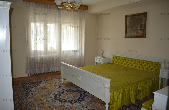 SE VINDE Apartament in vila zona  Drumul SARII (RAZOARE)