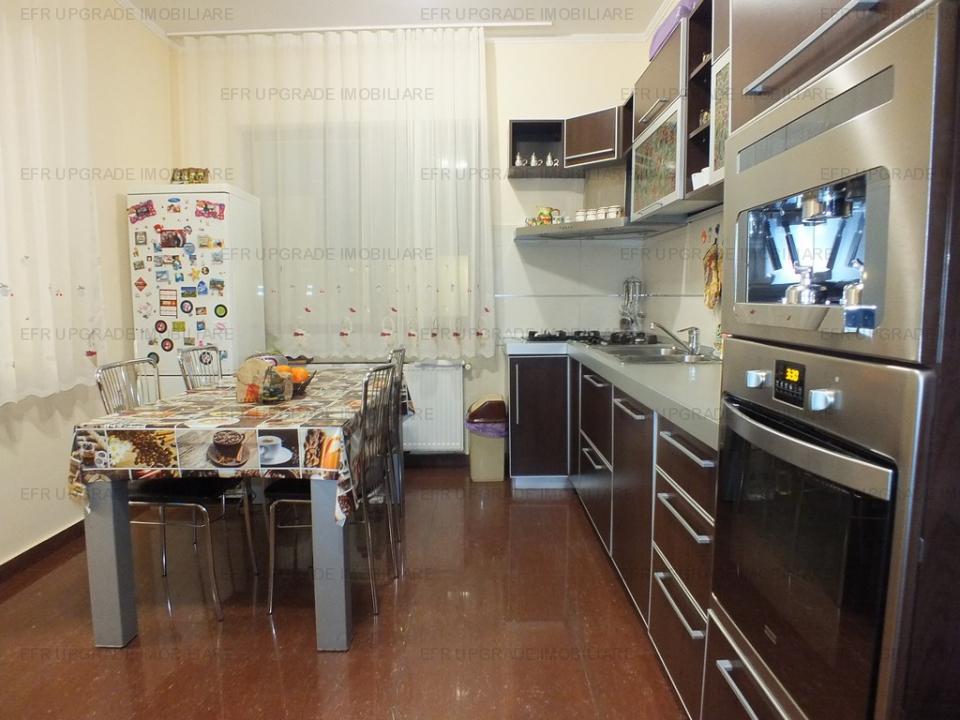 Apartament de vanzare 4 camere cu curte, Bucurestii Noi