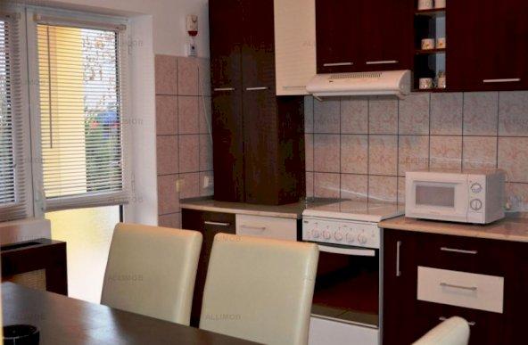 Vila de inchiriat 5 camere zona Bucov
