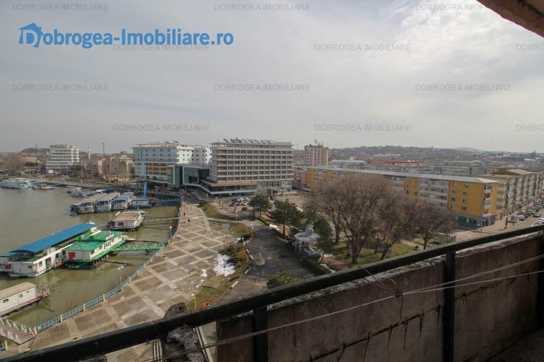 Faleza, garsoniera decomandata, balcon spatios, vedere panoramica