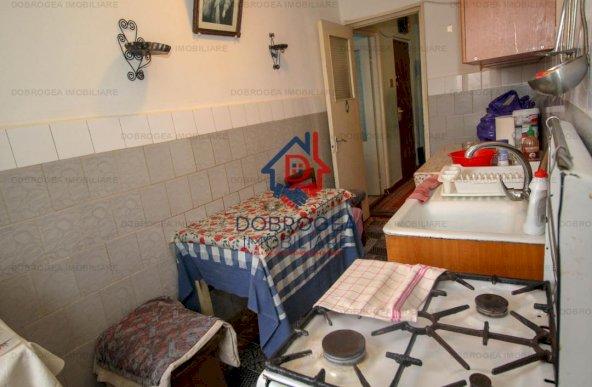 Apartament 4 camere, Et 2, Sabinelor, decomandat 84mp