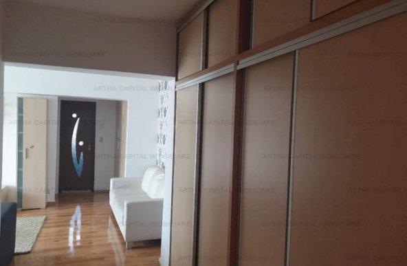Apartament 3 camere aproape de metrou si Plaza Mall