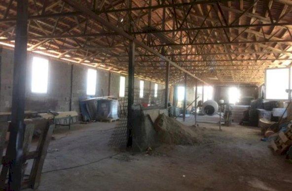 Hale de productie, langa Oradea