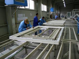 Teraplast Bistrita inchiriaza pentru o jumatate de milion de lei anual echipamente de transport catre Teraplast Logistics