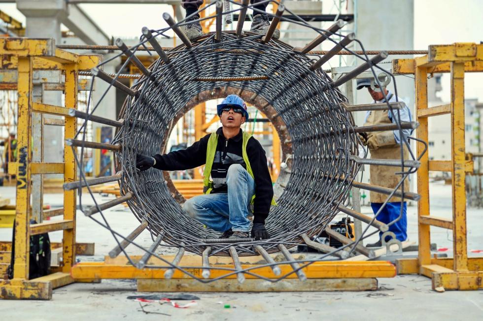 Piața construcțiilor, la extreme: rezidențialul crește cu 60%, infrastructura scade cu 20%